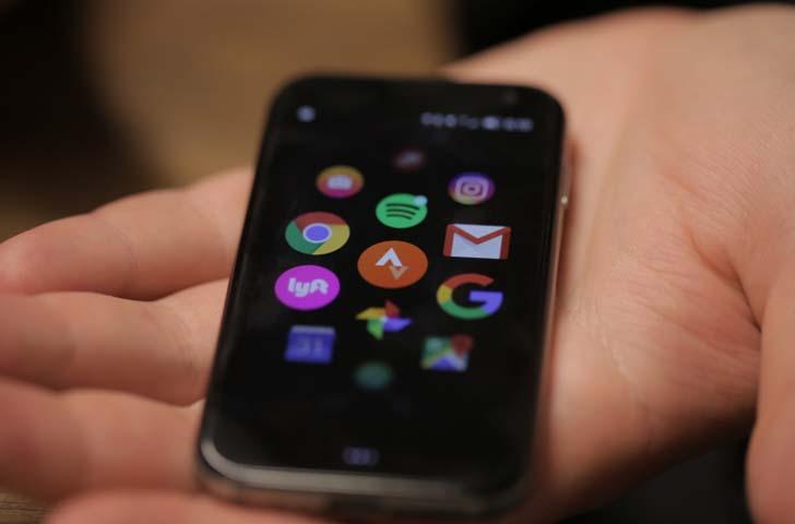 Необычный мини-смартфон Palm получил чип Snapdragon 435