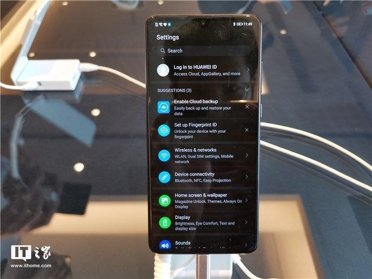 Интерфейс прошивки EMUI 10 демонстрируют на фотографиях