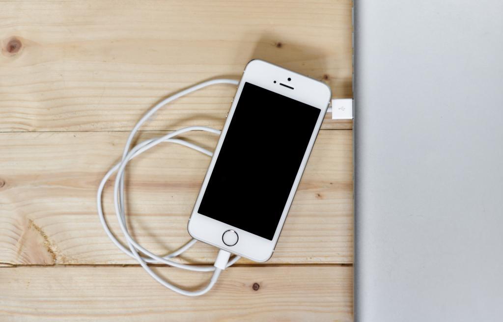 Подключить смартфон через кабель