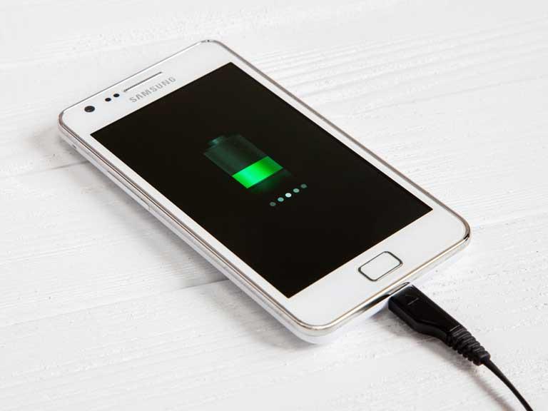 Зарядка смартфона на Android