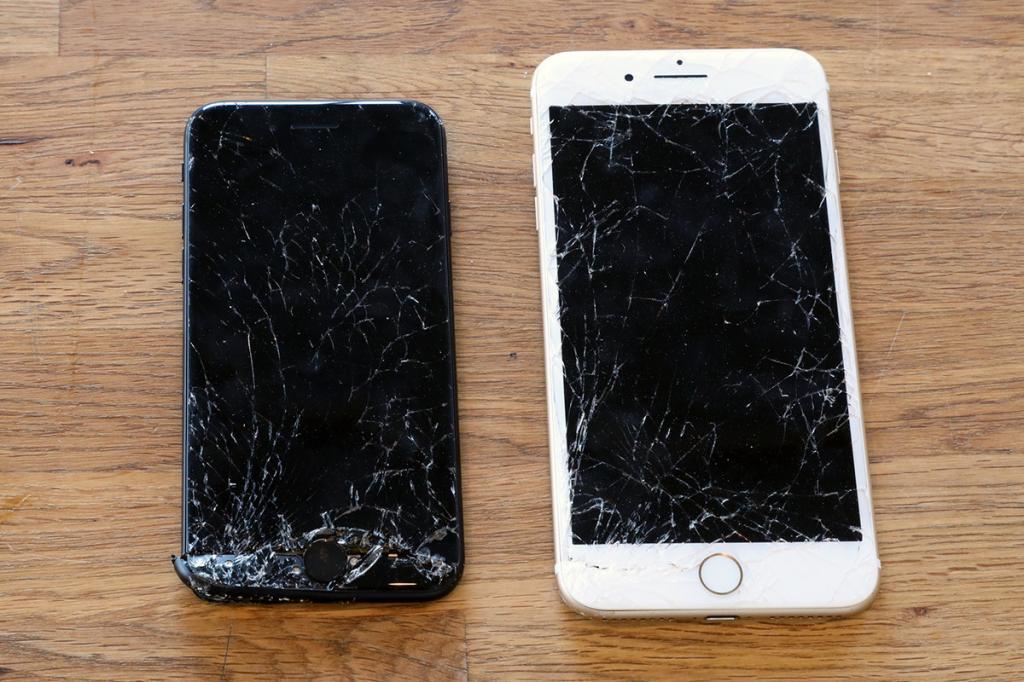 упал айфон и не включается