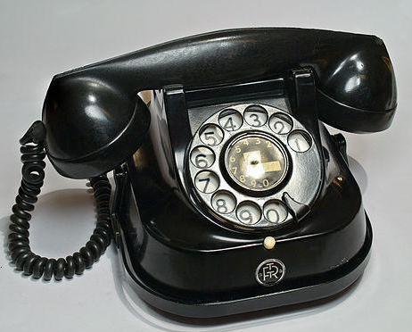 старые дисковые телефоны