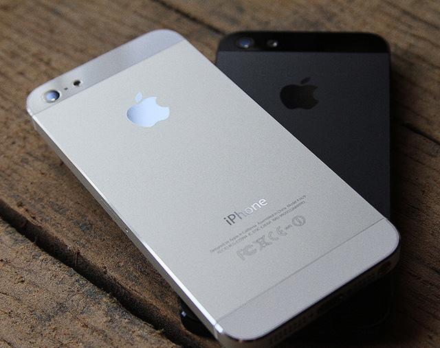 Черный и белый айфон