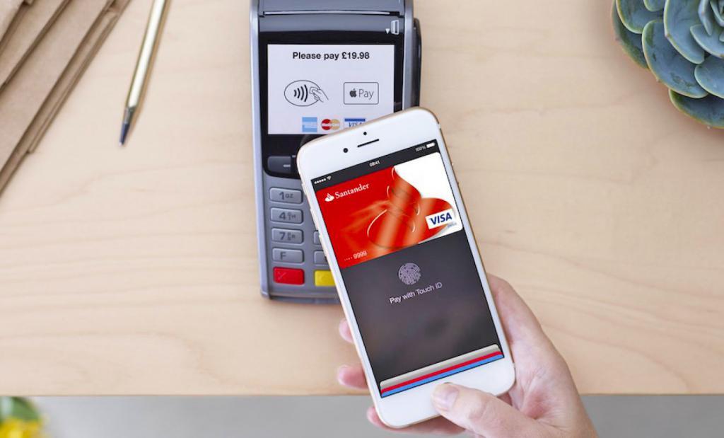Как расплачиваться айфоном вместо банковской карты?